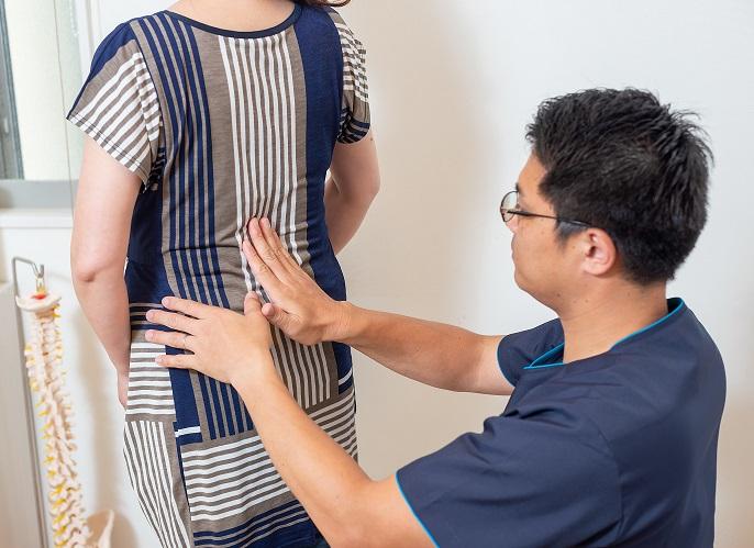 福岡県久留米市のまる整体院は、腰痛を改善するのは当たり前、その後の痛みが出にくいお身体作りもお手伝いさせていただいてます。ハードな筋トレや運動は必要ありません。日常で気を付けていただきたいちょっとしたことや、患者様ひとりひとりにあった筋肉の鍛え方などセルフケアなどもお伝えしてます。腰痛や肩こり、座骨神経痛、ぎっくり腰などが再発しないように、お伝えさせていただいてます。