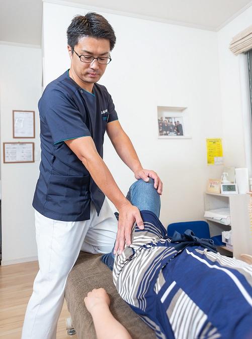 久留米市の「まる整体院」ではソフトな手技で強引な治療はいたしません。腰痛だから腰を徹底的に治療すればいいというものではありません。腰痛は様々な原因から症状がでていますので、その原因に対してアプローチしていきます。