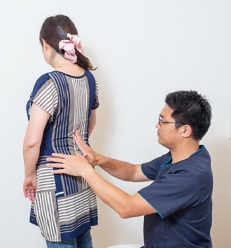 久留米の「まる整体院」では、独自の検査で痛みの原因をつきとめます。腰痛、四十肩、五十肩、整形外科や整骨院、マッサージでは効果がなかった方でもおまかせください。